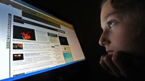 53 процента российских школьников круглосуточно сидят в сети