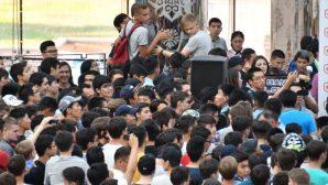Толпа фанатов сорвала конференцию с чемпионами по киберспорту в Астане