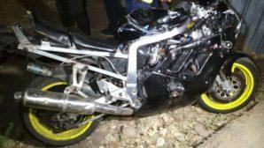 В Алматы произошло ДТП: подростки разбились на мотоцикле