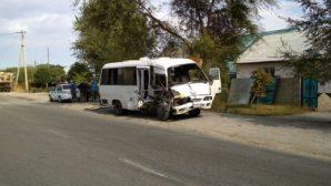 Грузовик протаранил автобус в Алматинской области
