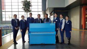 На новом вокзале Астаны появилось общественное пианино