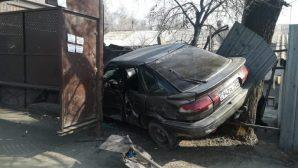 Автомобиль на скорости врезался в остановку в Алматы: есть погибшие