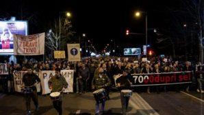 В Черногории тысячи людей вышли на протест против главы государства