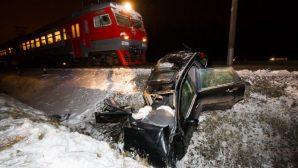 Land Cruiser столкнулся с поездом в Карагандинской области