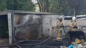 Из-за тополиного пуха в Усть-Каменогорске горели две машины