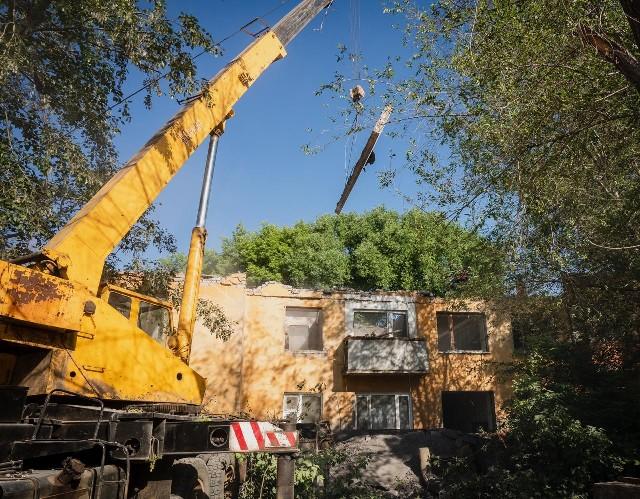В Нур-Султане начали сносить аварийные дома