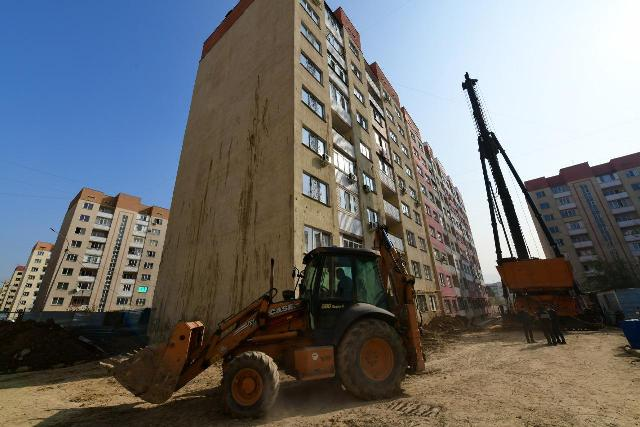 Аким Алматы Б. Сагинтаев держит на контроле ситуацию в микрорайоне «Зердели»